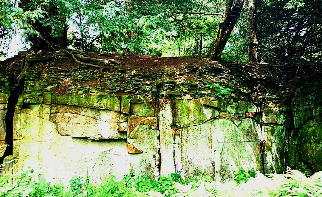 High quarry walls
